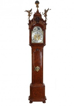 Een Hollands Wortelnoten Amsterdams Staand Horloge, L. Du Chesne, Circa 1740
