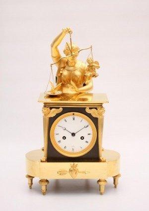 Een Franse Empire Verguld En Bronzen Pendule, Circa 1800