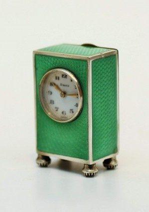 Een Miniatuur Zwitsers Zilveren Guilloche Emaillen Klokje, Circa 1920