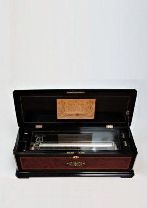 Een Grote En Zeldzame Zwitserse Amboine 'organum Bariton' Langdorff Cilinder Speeldoos, Circa 1880.