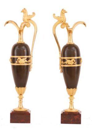 Een Paar Empire Gepatineerd Brons En Vuurvergulden Sierkannen, Circa 1810